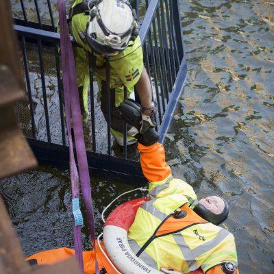 Foto: Joakim Kröger - Nu är räddningen nära...