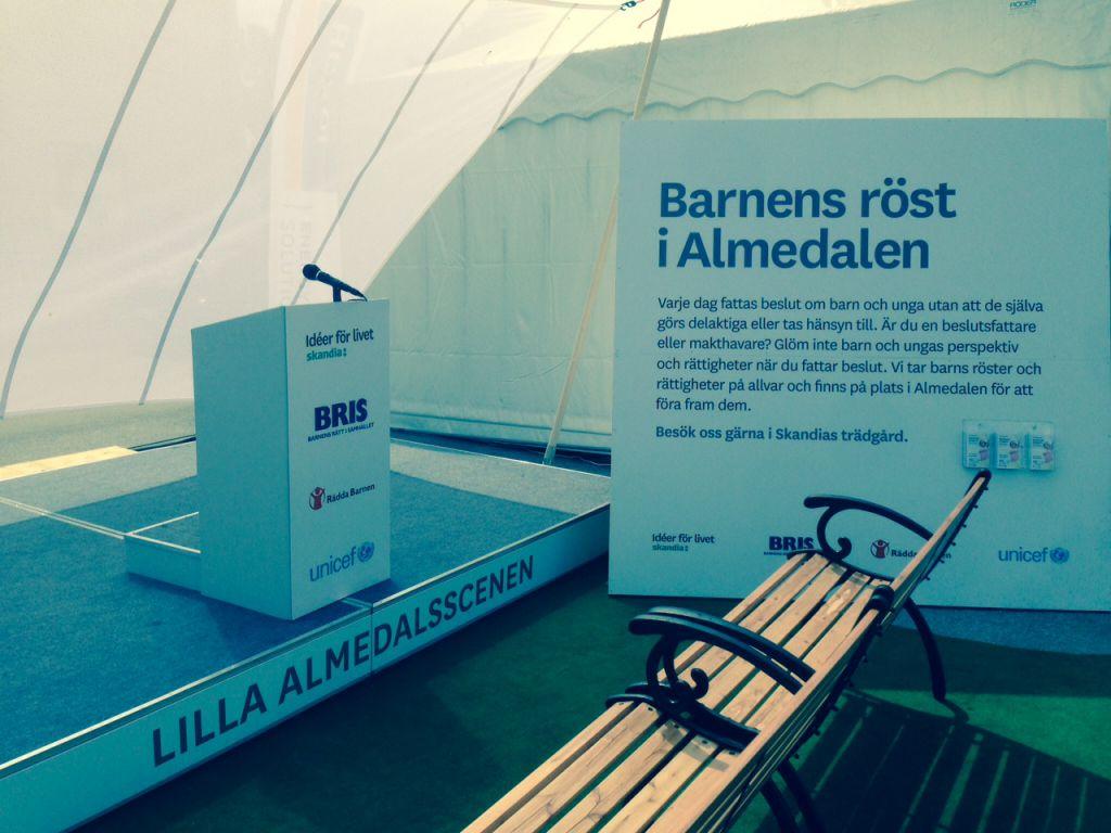 Här kan barnen debattera i Almedalen. Notera den låga talarstolen.