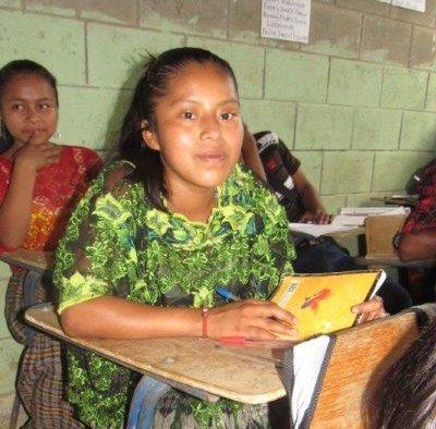 Flicka i skolbänk, plan international